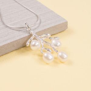 Oliva Pearl Pendant