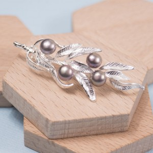 Silver Fern Leaf Brooch with Pearl