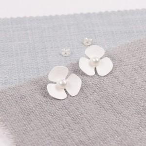 Silver Mariposa Pearl Studs